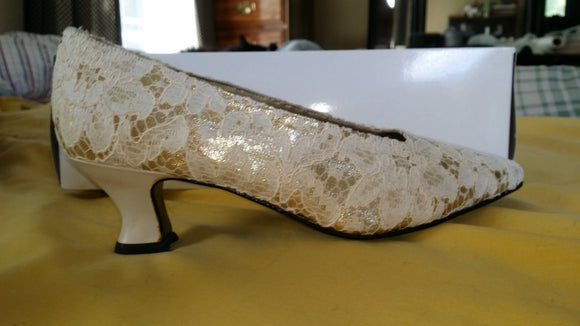 Lacy Afternoon by Shell Kepler Ivory/Gold Lace Shoes Size 7B
