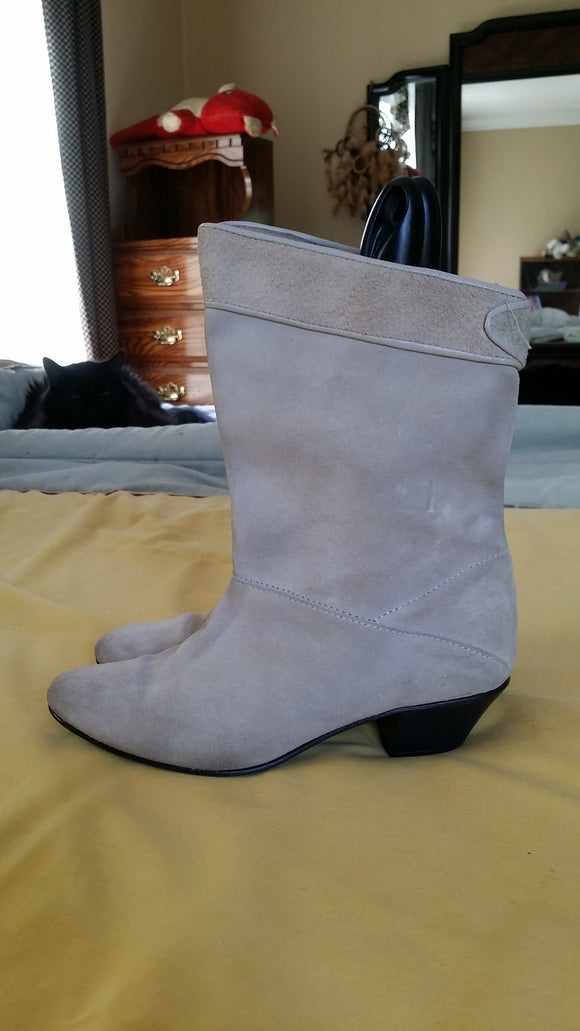 Beige Suede boots 6 1/2 B Vintage - late 80's BP & Me Brand