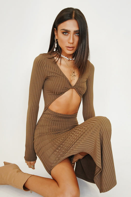 Her Reflection Ribbed Midi Dress // Chocolate