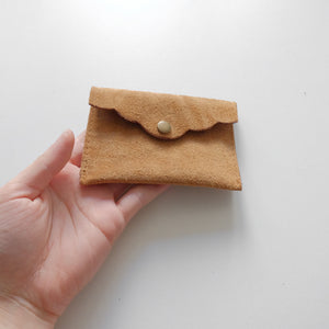 Scalloped cardholder front