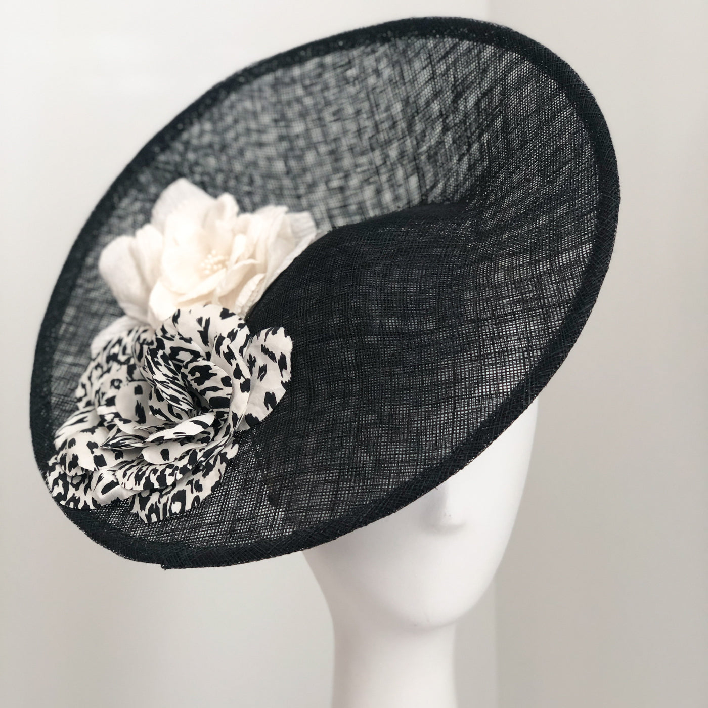 Saucer Hat - Black with White