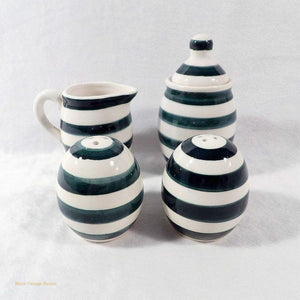 blue and whte ceramic, salt n pepper shakers, ceramic cruet set, collectible salt n pepper shakers, novelty