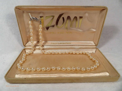 Izumi pearl necklace, shell based pearls, pearl necklaces Japan, 1980's vintage jewellery