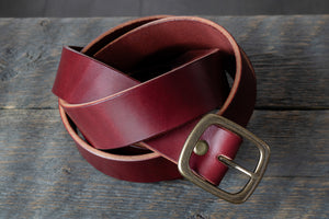 Garrison veg tan leather belt in burgundy coiled