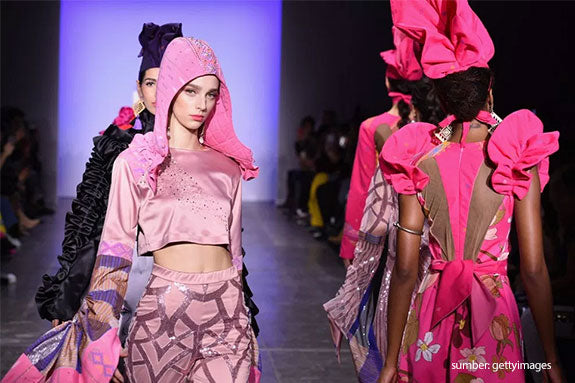 Tampil di New York Fashion Week 2019, Koleksi 2Madison Avenue Eksplor Keindahan Kain Ulos