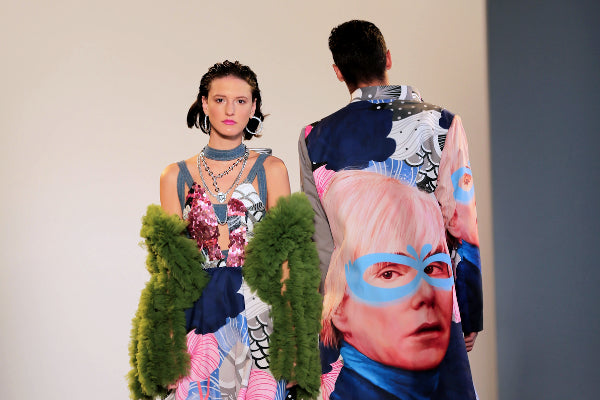 Designer Indonesia Pakai Karung Bekas ke New York Fashion Week