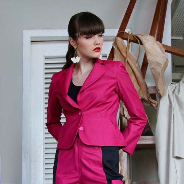 Signature Blazer in Magenta