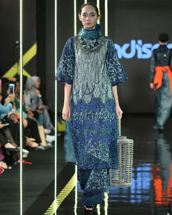Lady Lace Dress In Navy-2Madison Avenue Indonesia