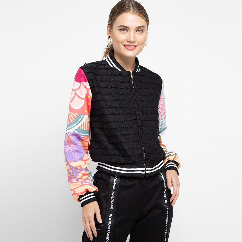 Pullover Jacket With Recharging in Black-2MADISONAVENUE.COM