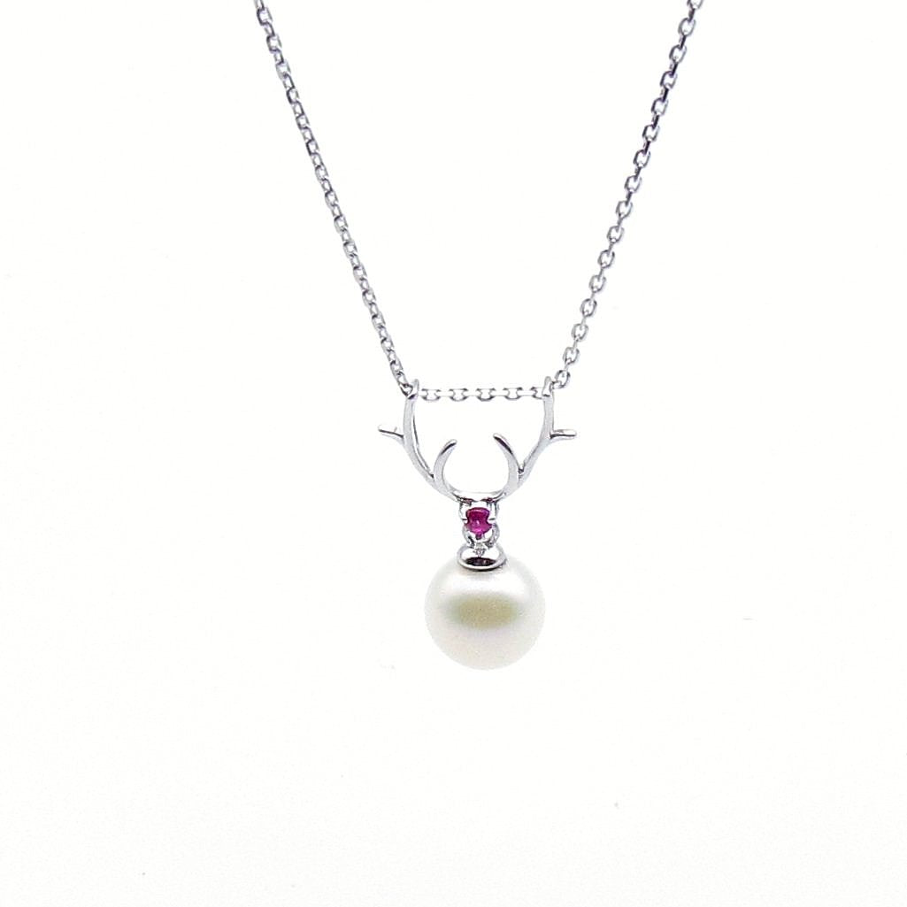 Sterling silver deer shape with freshwater pearl pendant