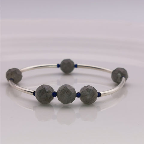 Handmde labradorite sterling silver tube with man made sapphire strech bracelet