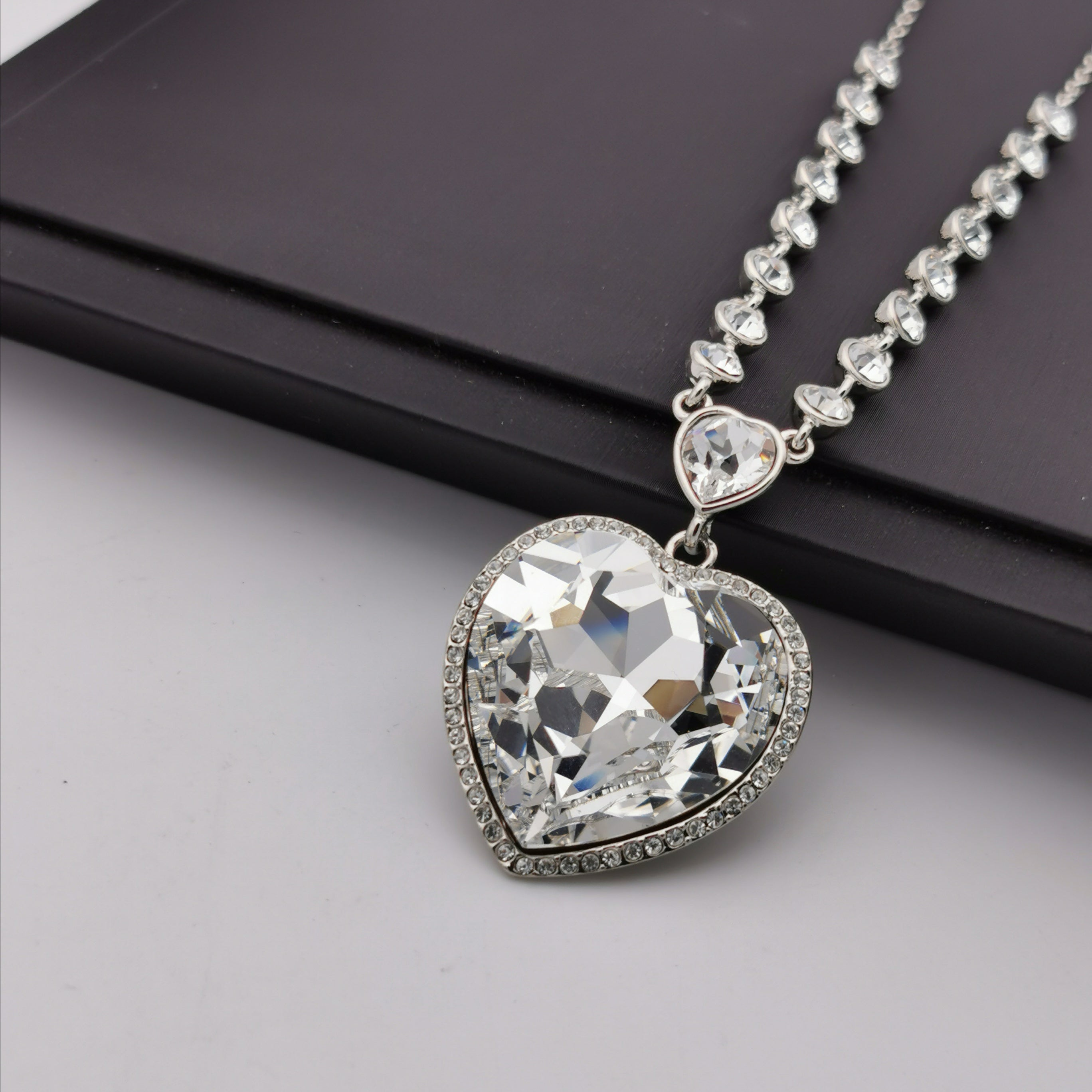 Swarovski element big heart elegant necklace