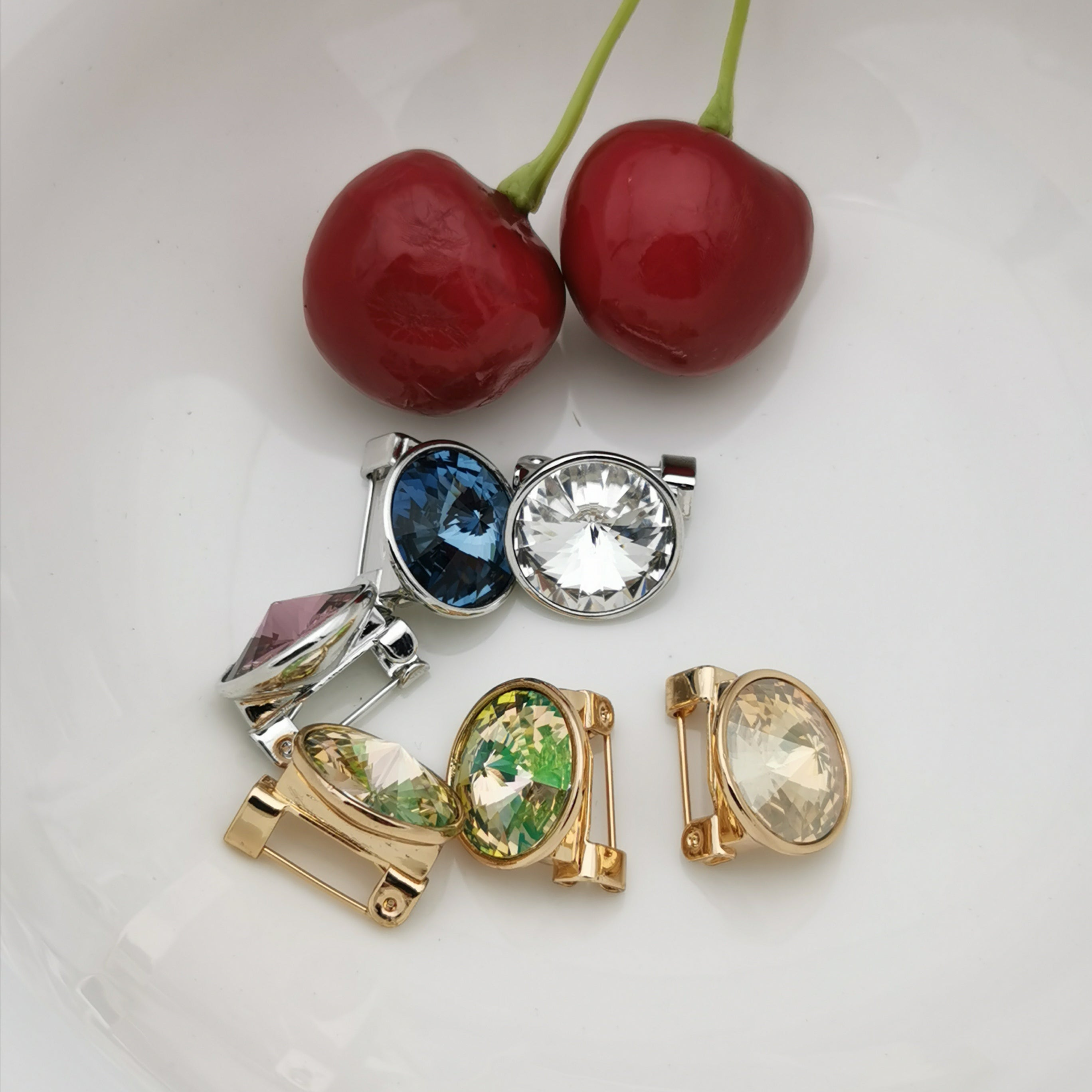 Swarovski element brooch