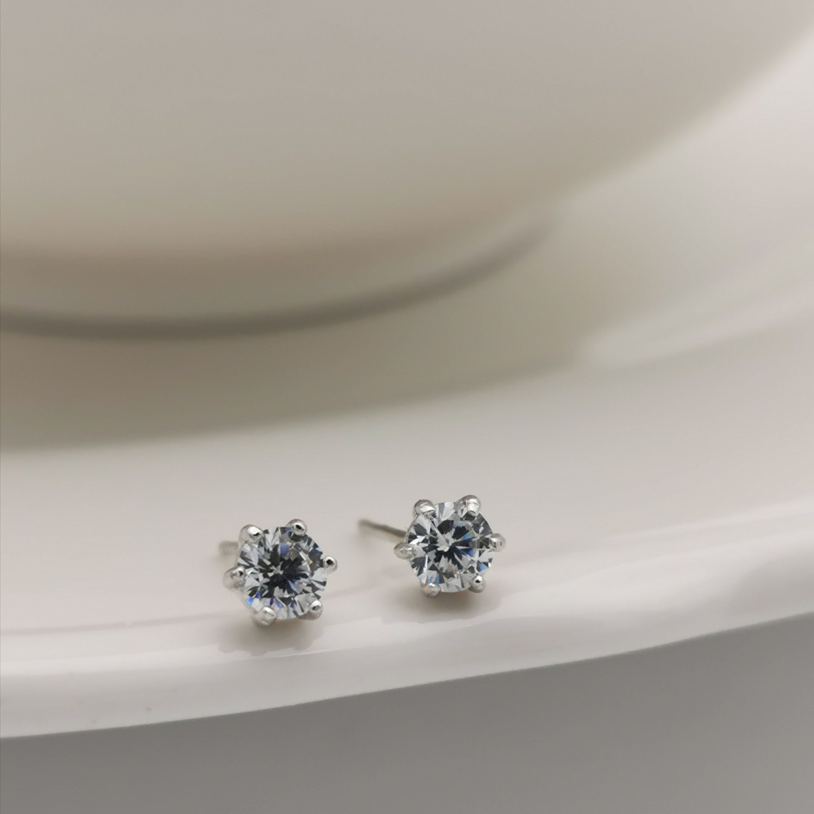 14ct gold plated sterling silver cubic zirconia stud