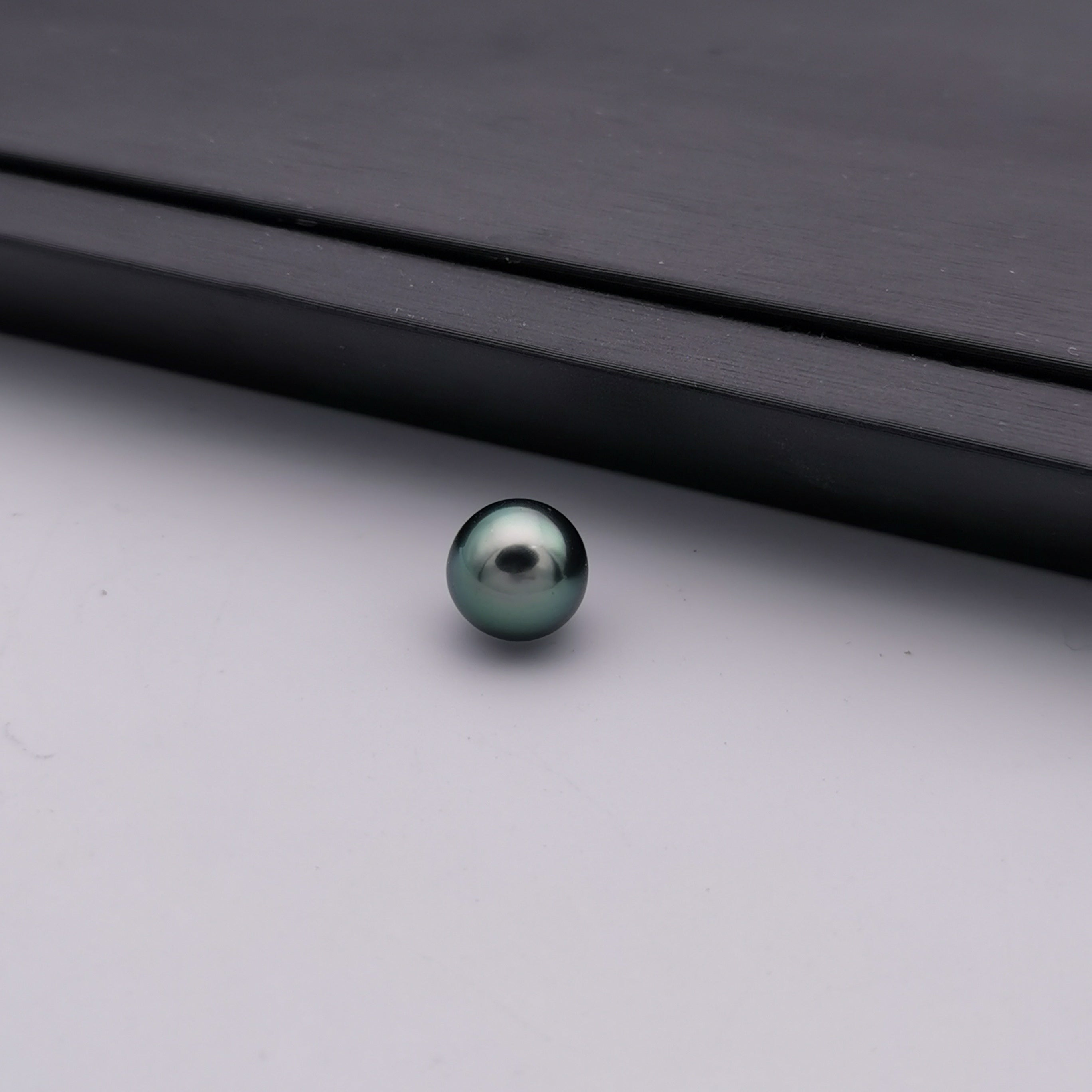 9.91 mm genuine peacock colour genuine Tahitian near round pearl