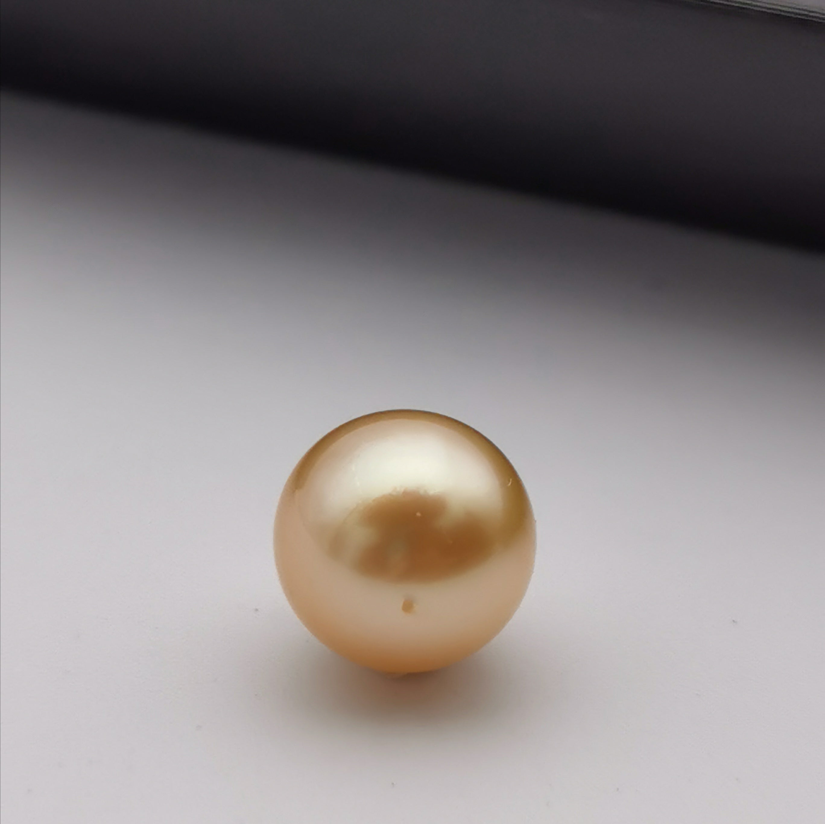 8.5 mm-8.95 mm genuine round shape gold south  sea loose pearl