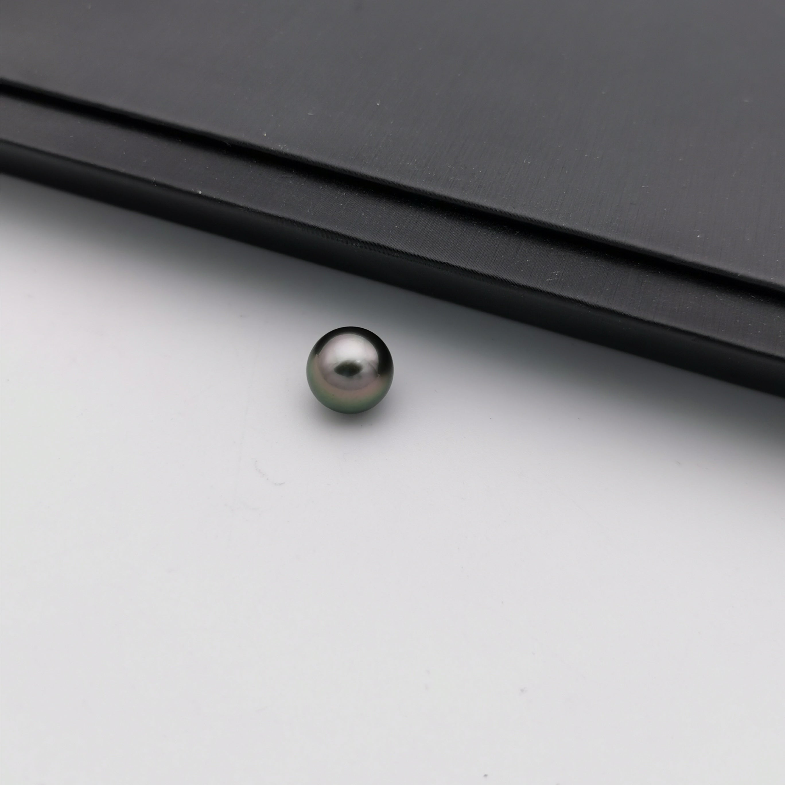 10.58 mm genuine round black Tahitian loose pearl