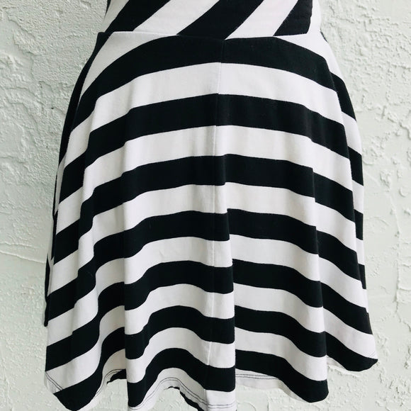 So Black & White Stripes Circle Skirt, Size Medium