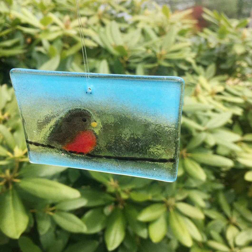 Robin on wire suncatcher: fused glass