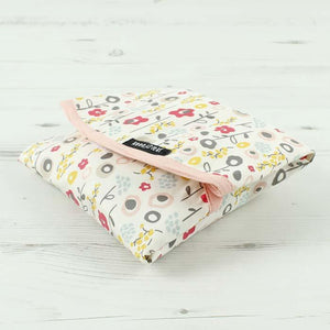 Keep Leaf Bloom Flowers Print Reusable Cotton Sandwich & Food Wrap Selection in use