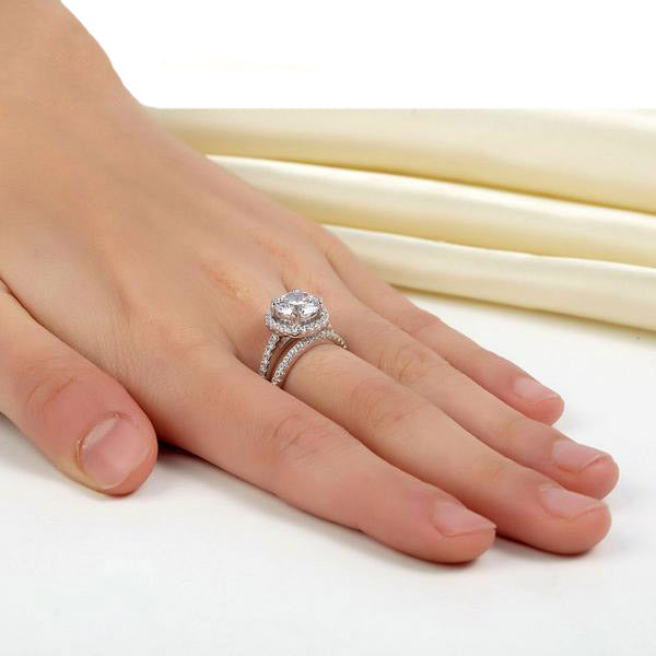 2 Carat Round Cut Halo Ring