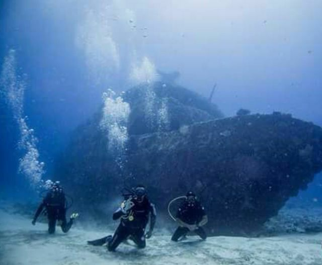 Wreck dive in the Caribbean sea with Gabriel