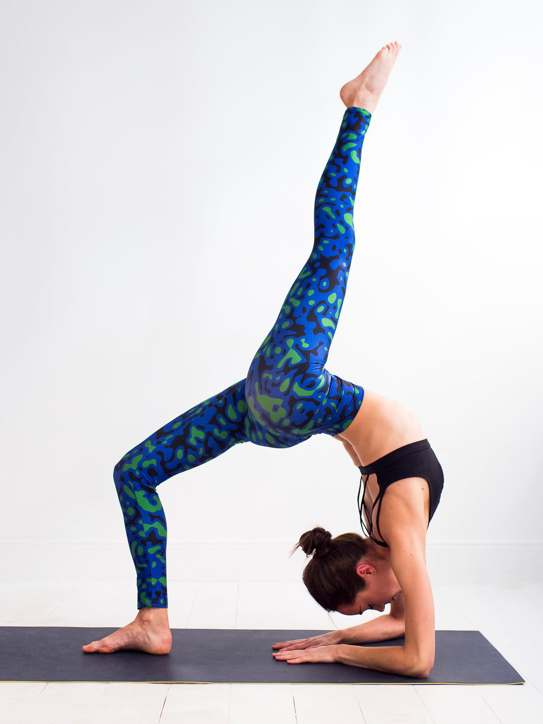 Archipelagos | Efesto Designs yoga leggings | fluids mixing inspiration, blue/green/black non repeating patterns