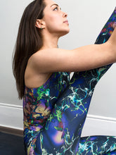 Monte Carlo | Efesto Designs yoga leggings and crop top | Random fluid paths in the wind on smooth gradations of colour