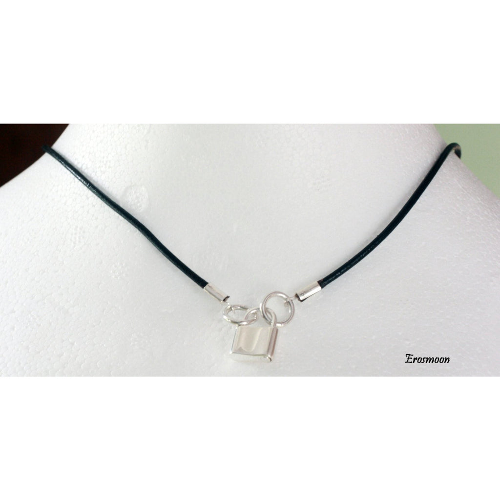 Discreet Day collar, Or wrist strap, in Leather, and Sterling Silver, Sterling silver. Padlock clasp