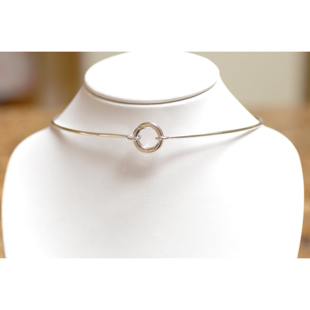 CONCEALED CLOSING  DAY COLLAR NECKLACE, STERLING SILVER.