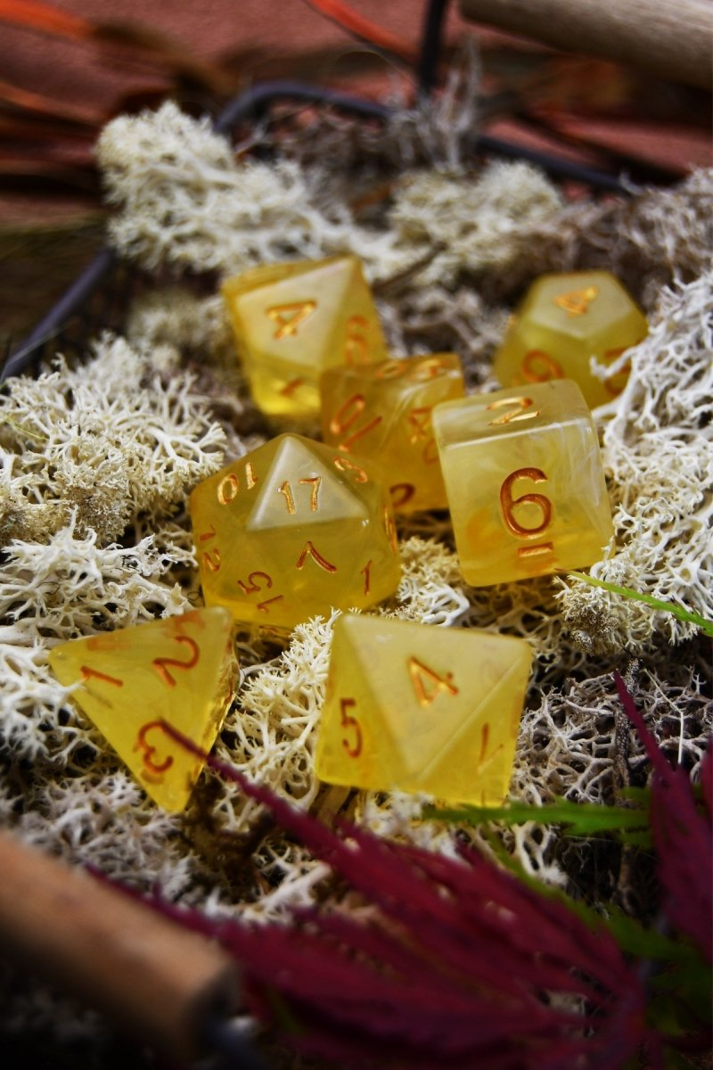 Honeywine - Smoke-Silk Acrylic Dice Set - GAMETEEUK