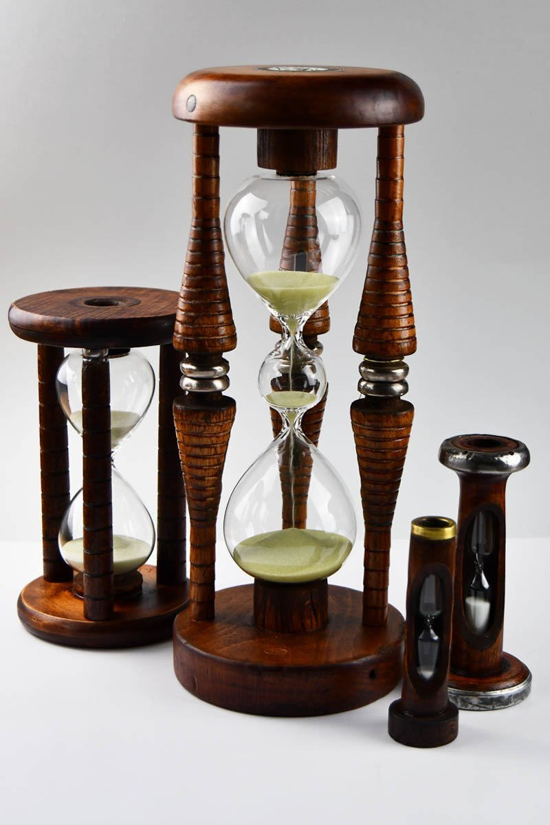Magus - Antique Wooden Bobbin Five Minute Sand Timer - GAMETEEUK