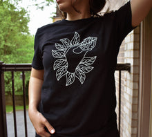 Hand and Gaiwan T-shirt - BLACK