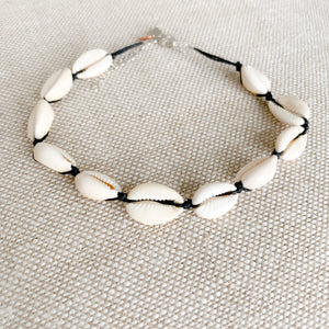 Cowrie shell choker necklace black detail