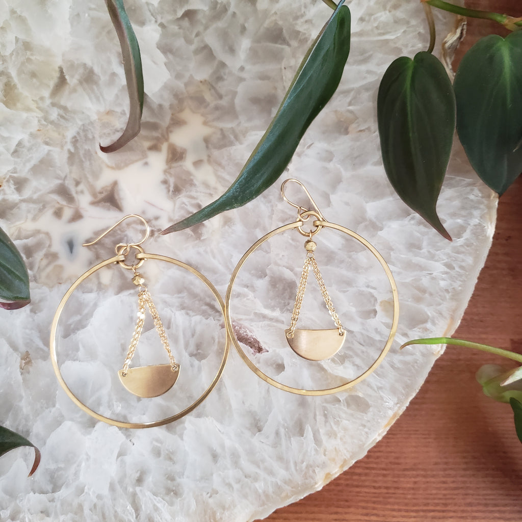 (c) Juvelarto Pendulum Hoop Earrings