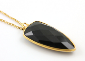Black Onyx Faceted Arrowhead Bezel, (BZC9050/BLACK) - Beadspoint