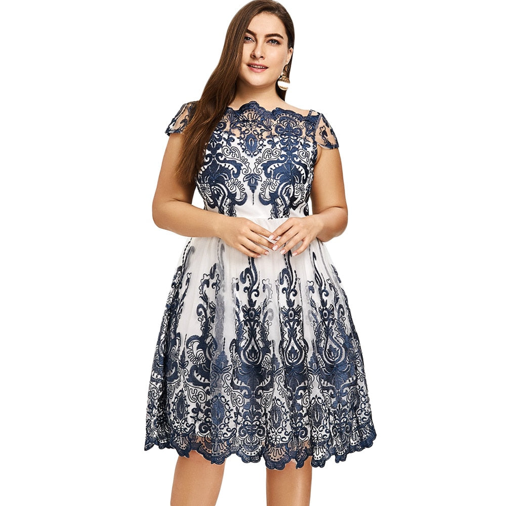 Lace Scalloped Dress (Plus Size)