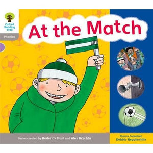 Oxford Reading Tree: Level 1: Floppy's Phonics: Sounds and Letters: At the Match - University Press 9780198485537