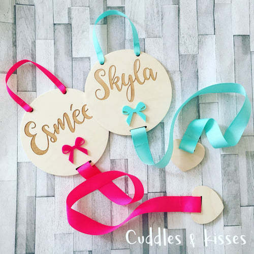 Engraved disc hair bow holder with acrylic bow