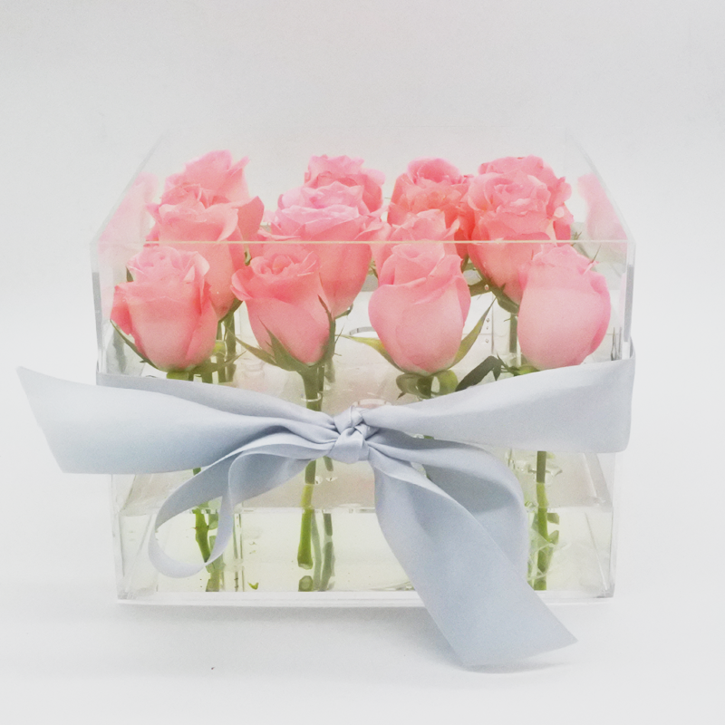Crystal Clear Love of 16 Pink Roses