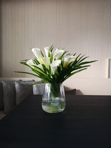 Calla lily table display