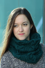 emerald green knit snood