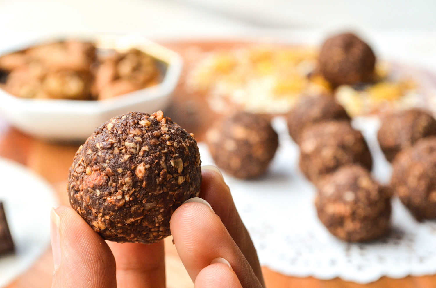 Healthy dark chocolate and oats bites