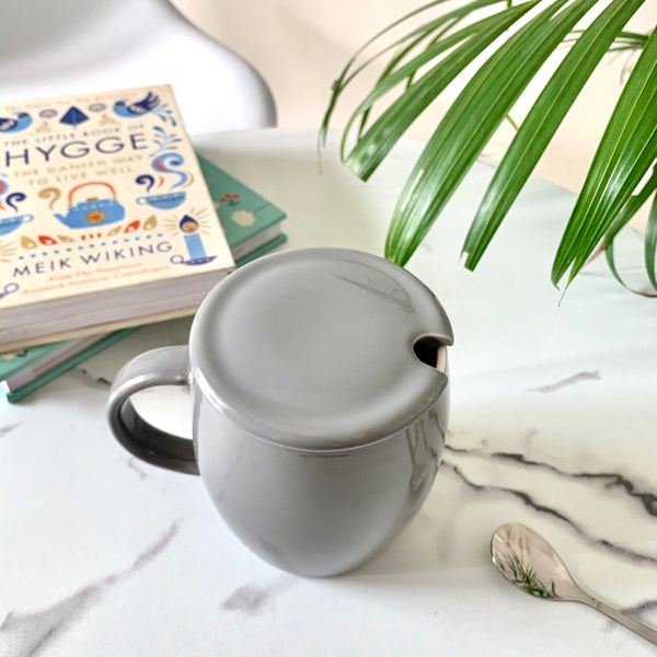 MAGNIFIQUE Grey Barrel Mug with spoon and lid