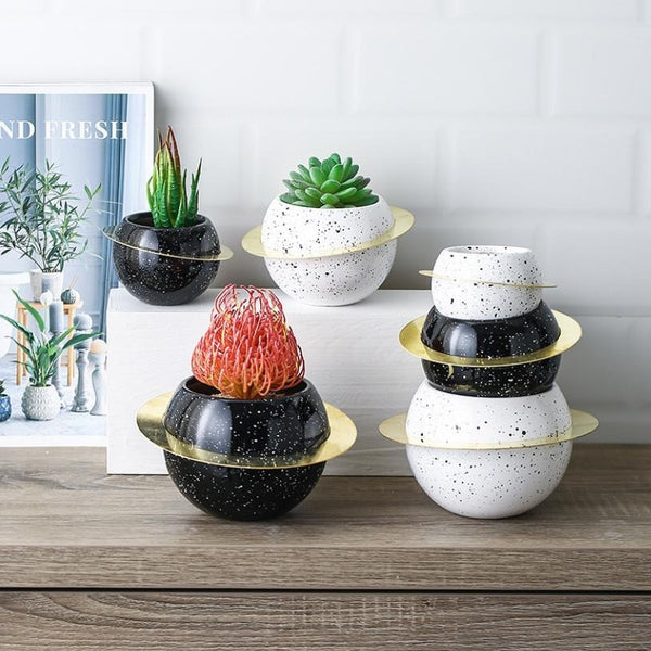 Planet Planter Black Small