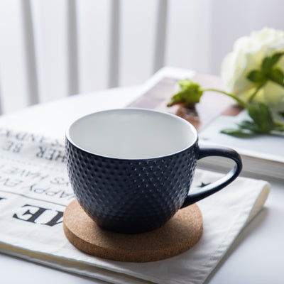 MAGNIFIQUE textured mug with cork coaster - Prussian blue