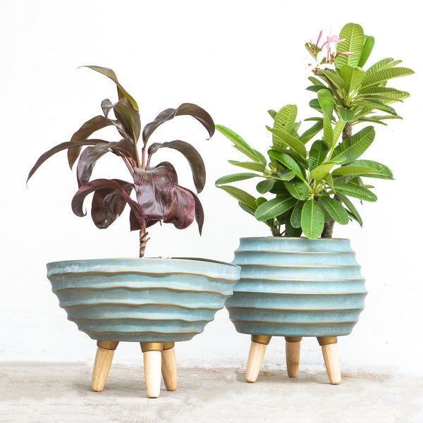 ceramic pot with stand