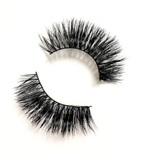 Load image into Gallery viewer, 3D Mink Eyelashes - MAYA - Head on view - Dramatic Eyelashes