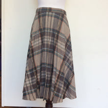 Vintage 1970's pleated school girl skirt Size 6-8