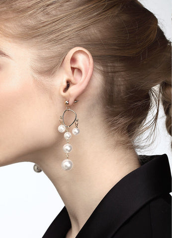 Swinging Pearls Earrings Earrings - FIACCI